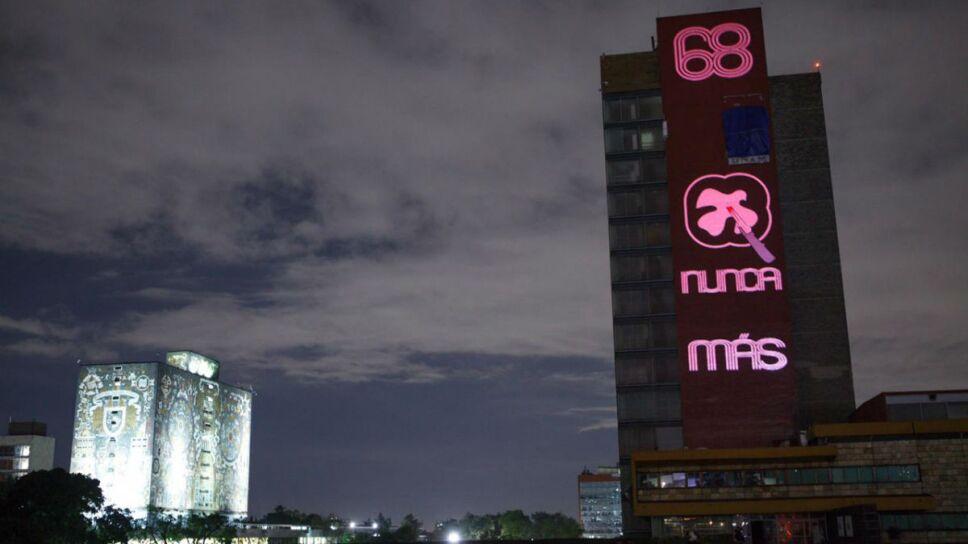 La Torre de Rectoría de la UNAM se iluminó para conmemorar el 2 de octubre/ Foto: Especial
