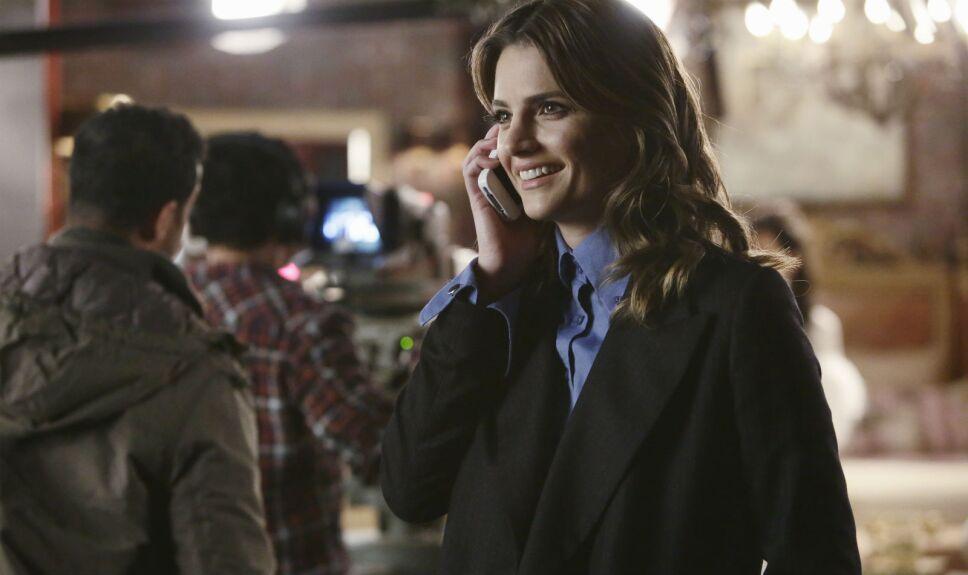 Castle, Kate Beckett habla por celular
