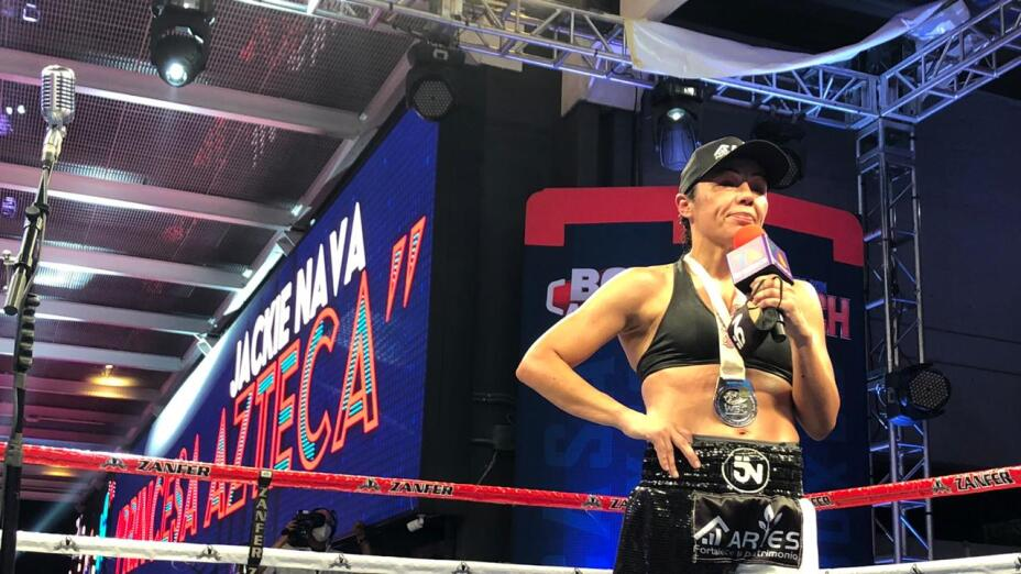 Jackie Nava se lleva el Show de la Casa del Boxeo