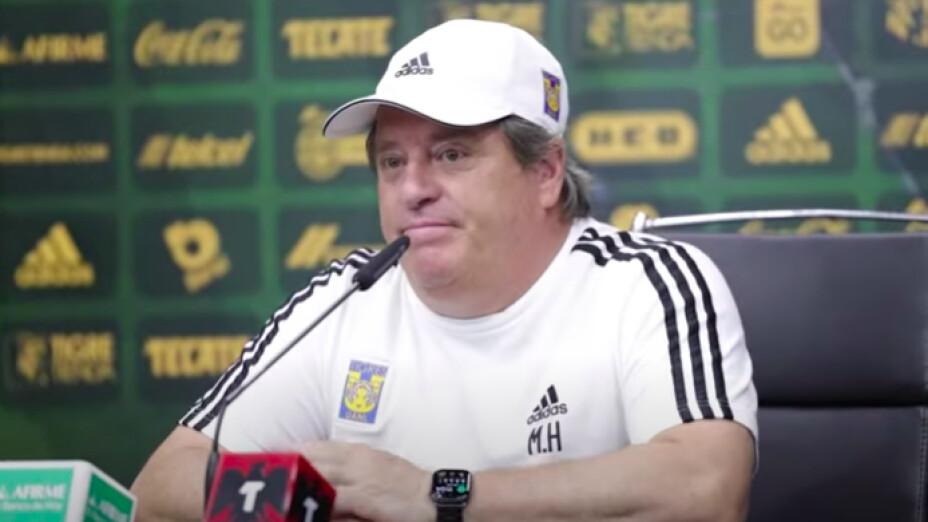 Miguel Herrera Tigres Juan Pablo Vigón