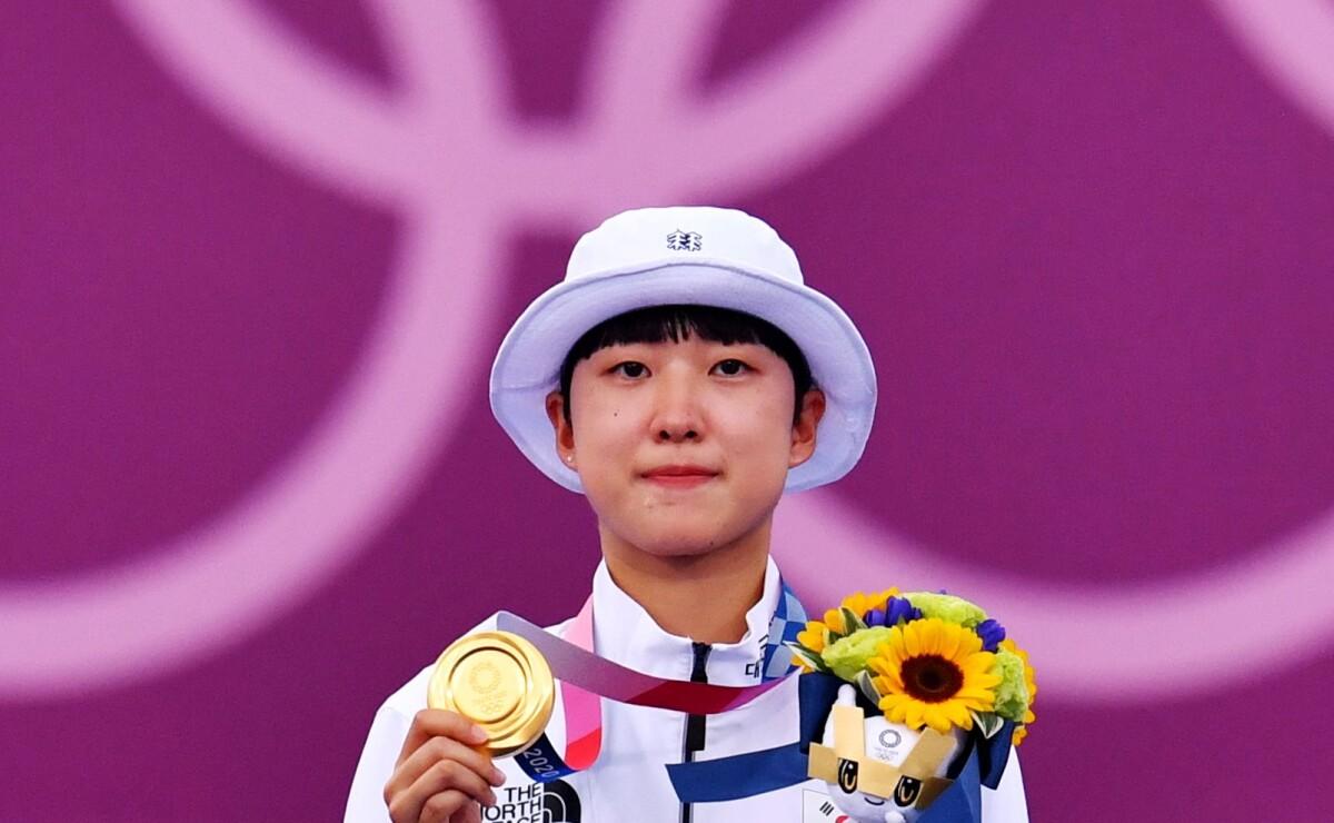 Gana 3 medallas de oro, la critican por tener cabello corto