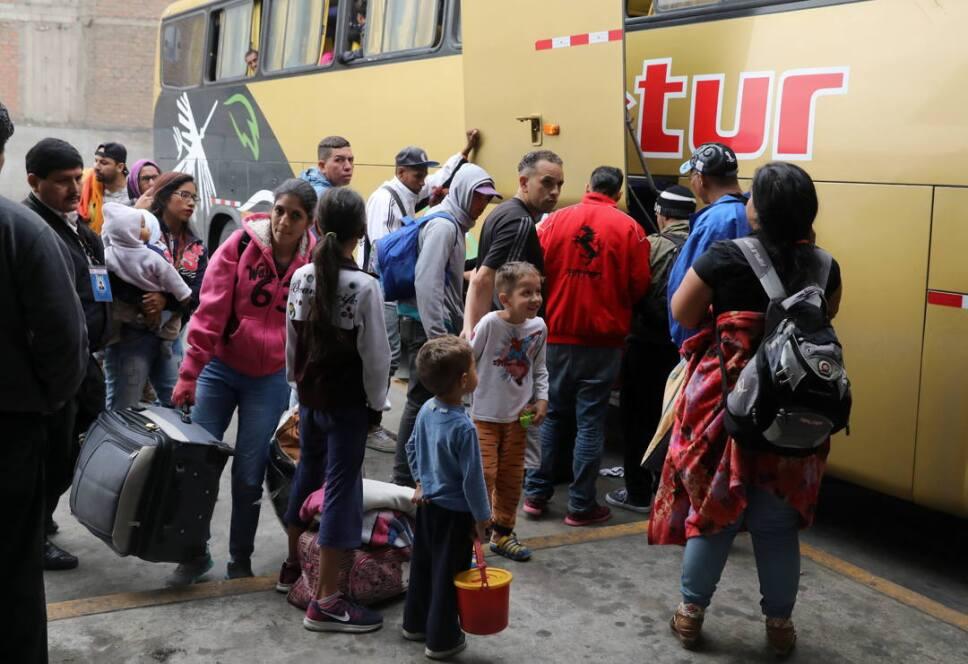 inmigrantes venezolanos camiones ecuador2