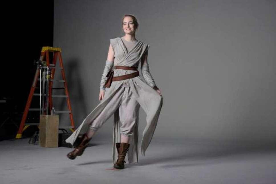 Emma Stone disfrazada como Rey
