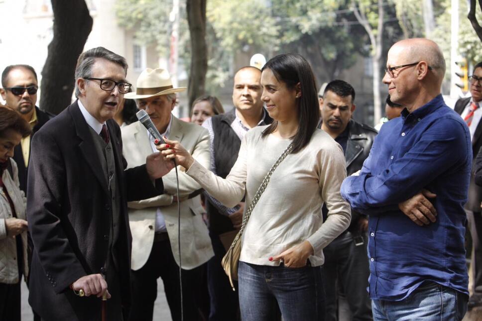 Secretario de cultura, secretario de Turismo y Ximena Urrutia en la exposición fotográfica Roma/ Foto: 13 Producciones