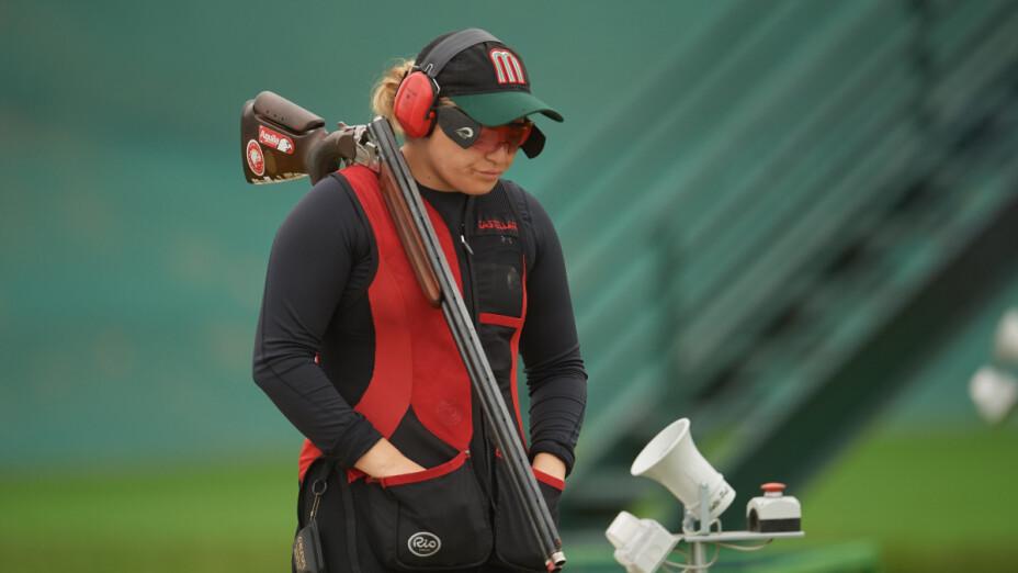 Alejandra Ramírez compite en tiro deportivo.png