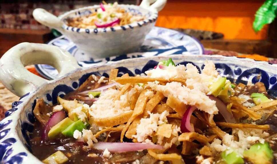 Receta Chilaquiles con frijoles Cocineros Mexicanos