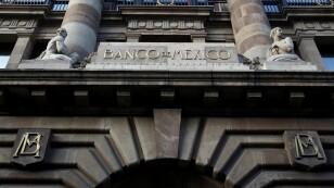 Imagen de archivo. El logo del banco central de México (Banxico) es visto en su oficina del centro de México