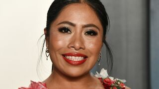 Yalitza Aparicio conducirá show previo a los Golden Globes 2021