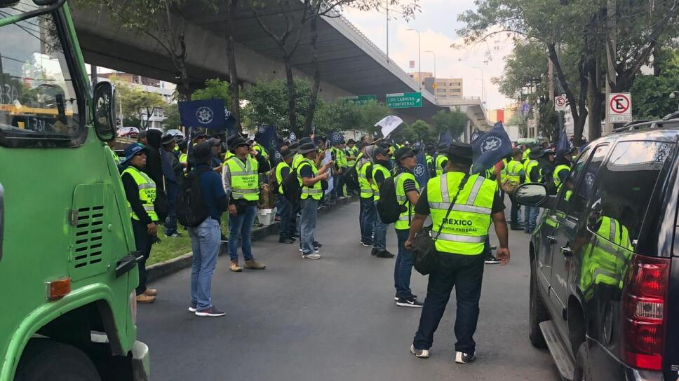 Policías Federales bloquean Periférico.jpg
