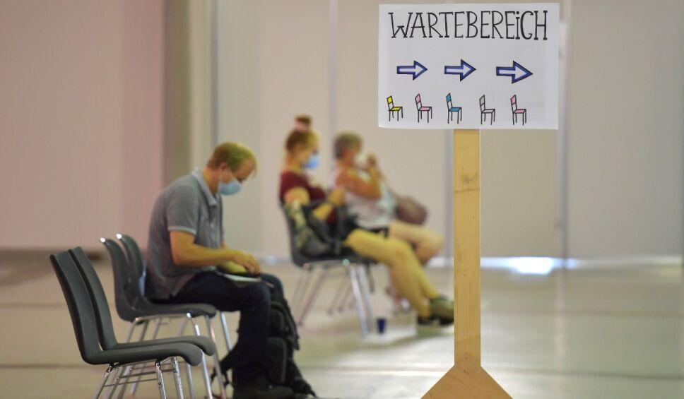 Alemania agua enfermera antivacunas.jpg