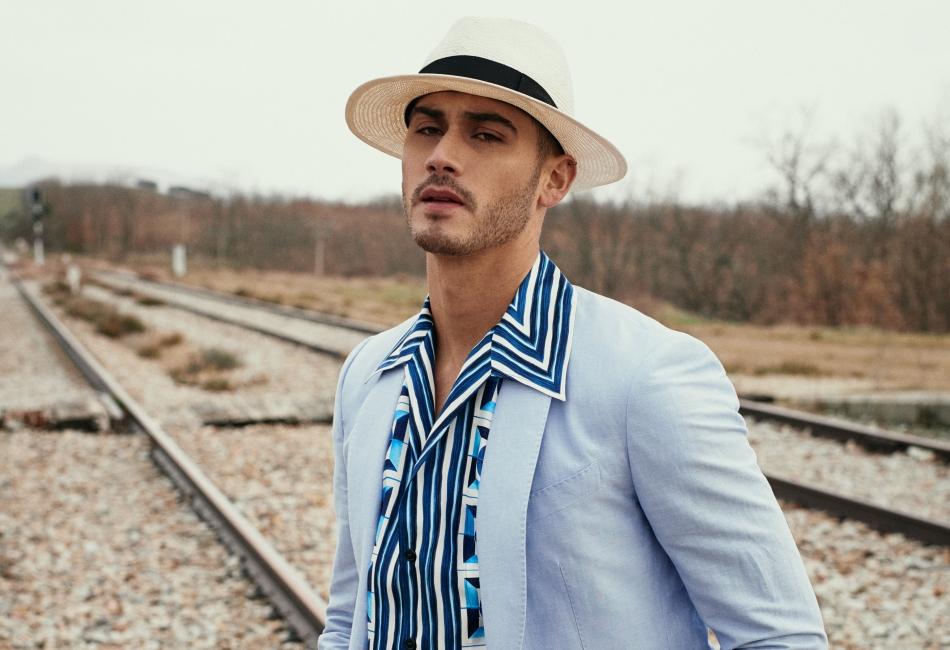 En la nueva colección de Dolce&Gabbana podemos ver que el azul es la principal apuesta para la primavera 2021.