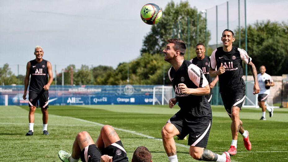 Messi París Saint Germain Entrenamiento.jpeg