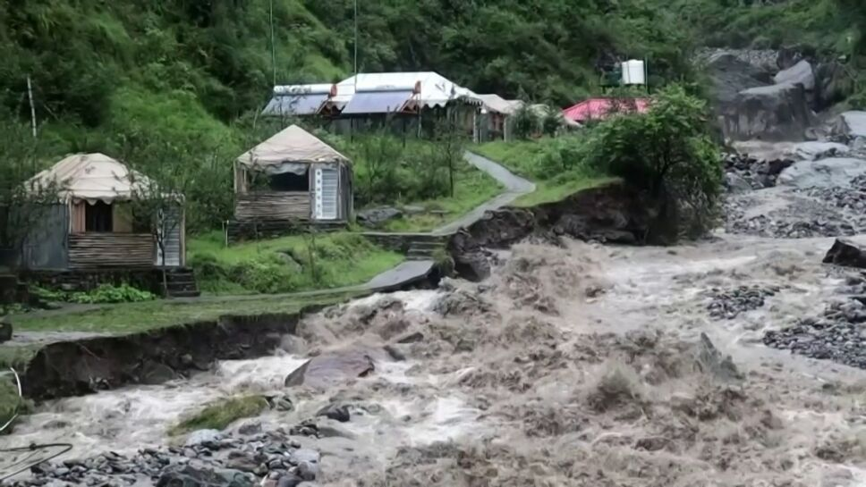 Más muertos y desastre por inundaciones en India.