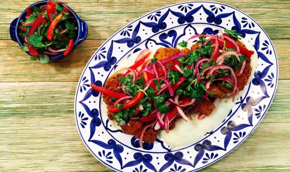 Receta Chuletas empanizadas con salsa de papa Cocineros Mexicanos