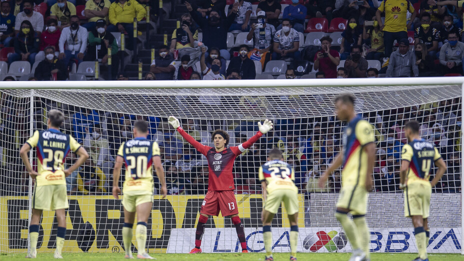 Sebastián Cáceres defensa América