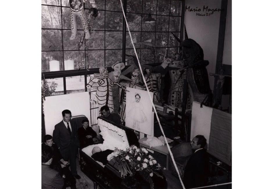 feretro de diego rivera en su estudio de san angel