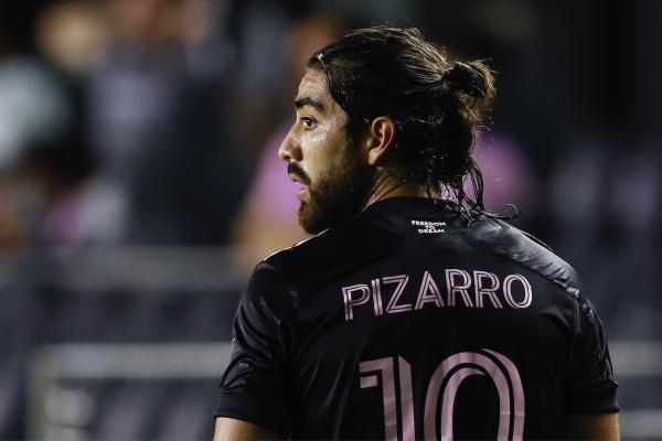 Rodolfo Pizarro no regresará a Chivas.