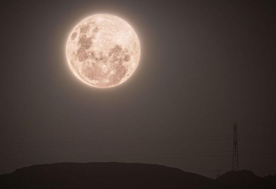 Superluna desde el observatorio ALMA en Antofagasta