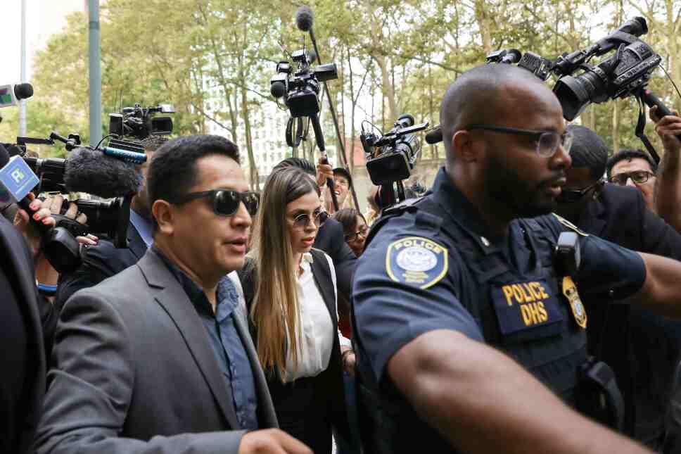 Emma Coronel Aispuro, la esposa de Joaquin Guzmán, el capo de la droga conocido como el Chapo, llega a corte federal de Brooklyn para escuchar la sentencia de Guzmán. 17 de julio de 2019. Imagen: Reuters