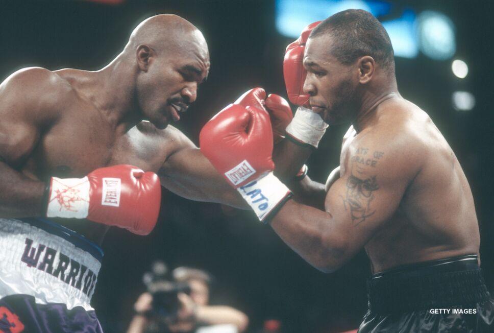 Mike Tyson protagonizó una de las escenas más emblemáticas del boxeo, le arrancó un pedazo de oreja a Evander Holyfield.