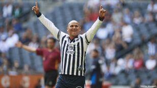 5 futbolistas chilenos méxico chupete suazo.jpg