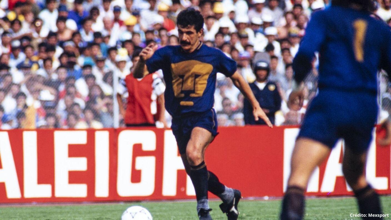 Tuca Ferretti Pumas jugador.jpg