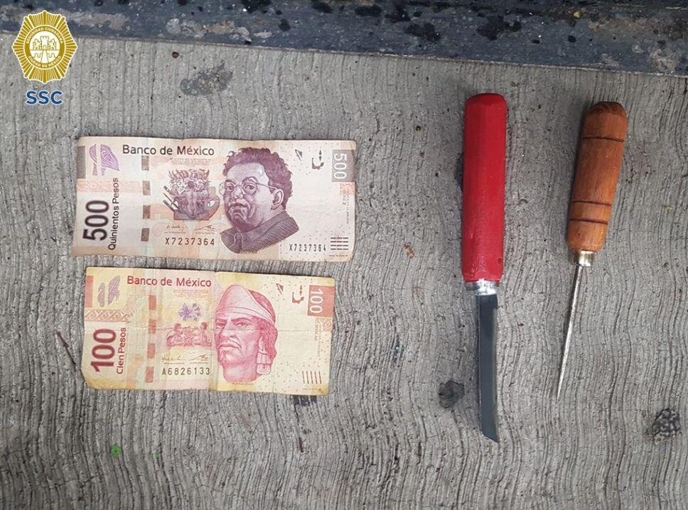 Dinero y armas blancas