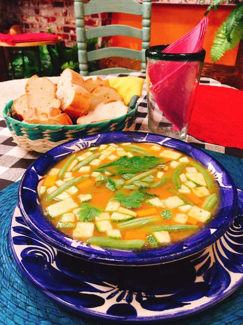 caldo tlalpeño cocineros mexicanos