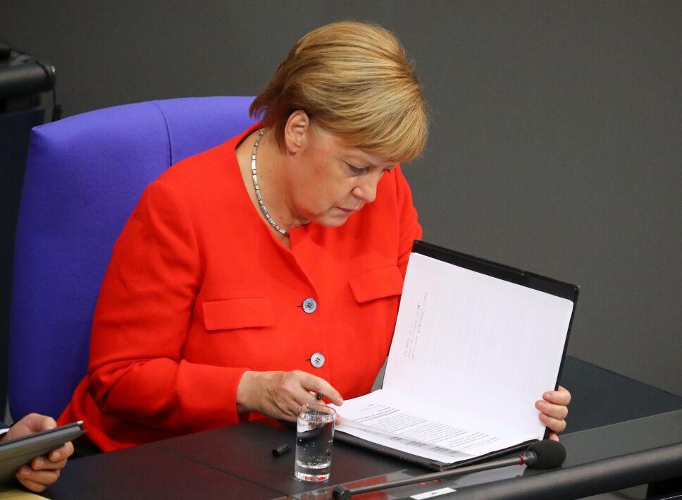 Angela Merkel da discurso ante el parlamento
