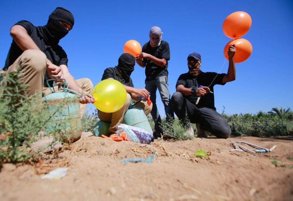 Israel respondió al lanzamiento de globos incendiarios desde Gaza