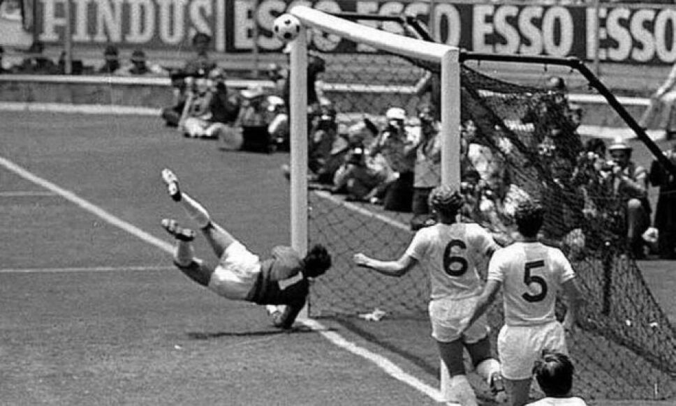 Gordon Banks le hizo la atajada del siglo a Pelé