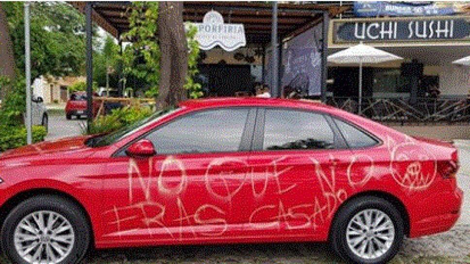 """""""Me confundieron"""", aclara dueño de auto rayado por supuesta infidelidad"""