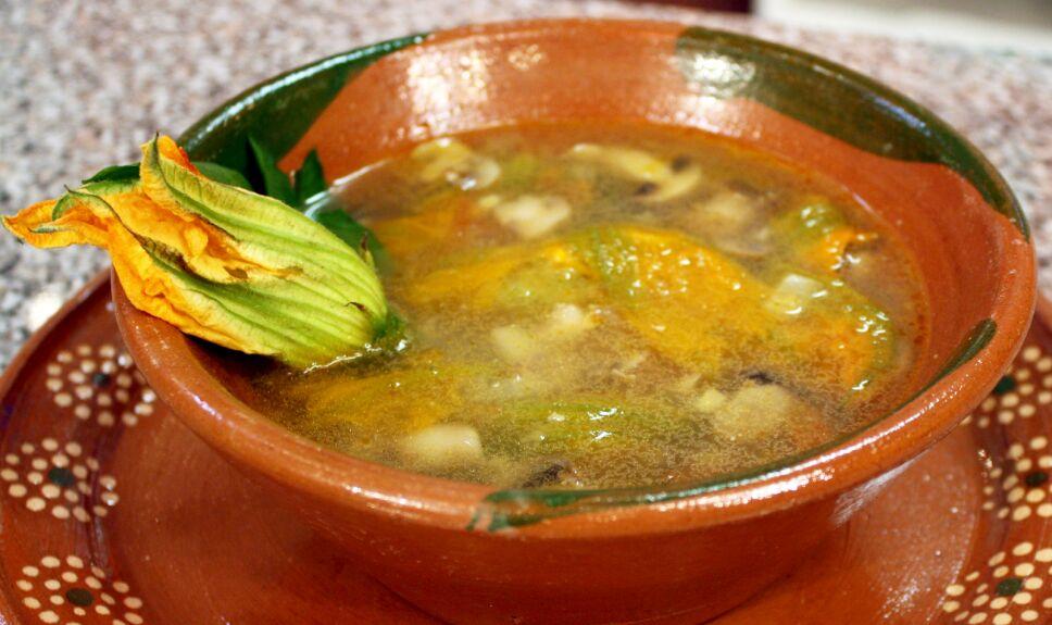 sopa de flor de calabaza, que hay de comer