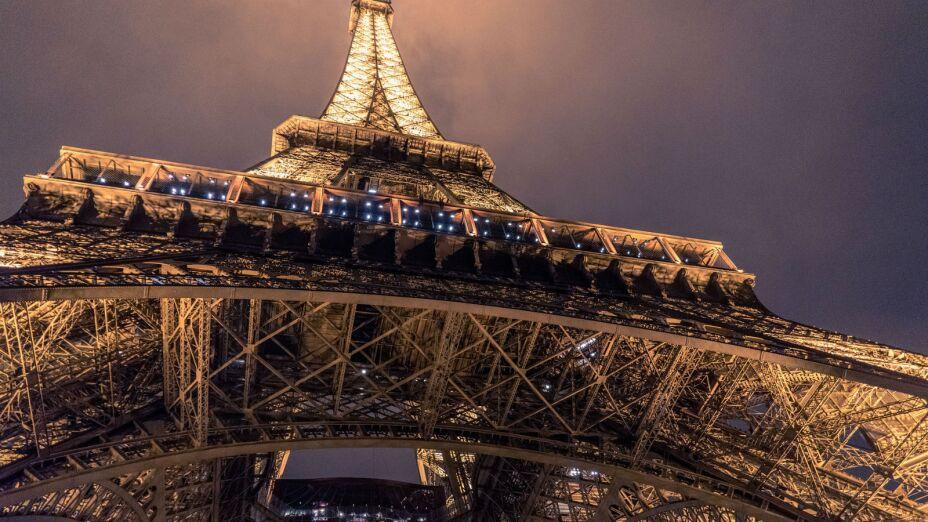 La famosa Torre Eiffel ha cumplido 130 años y para festejarlo, te dejamos su historia en diez datos curiosos que seguro no sabías de esta maravillosa construcción.
