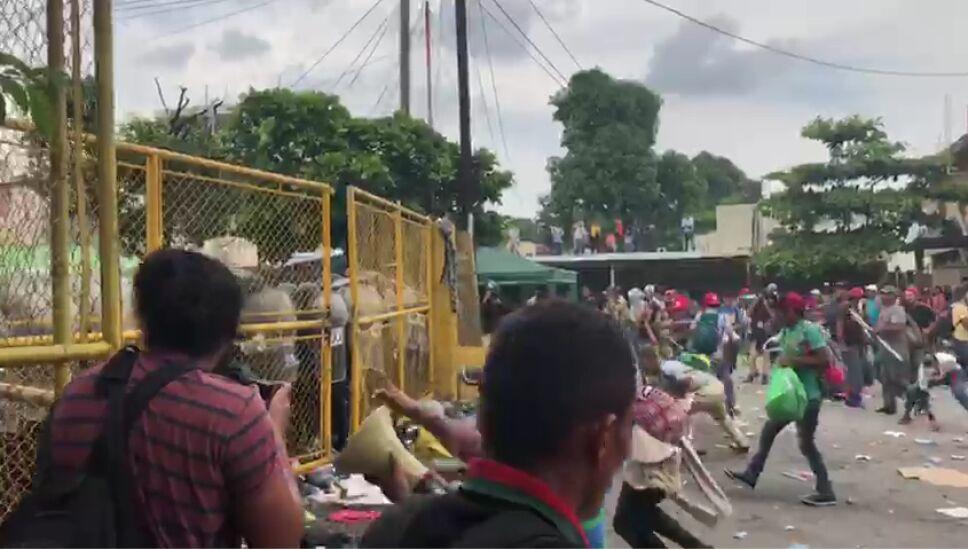 Reportan enfrentamiento de migrantes en la frontera de Guatemala con México