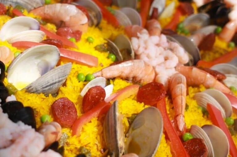 Paella, vino y monstruos para este fin de semana