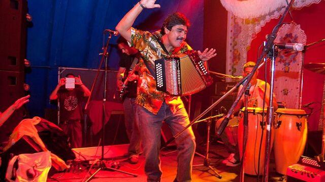 Su música rebasó y rompió fronteras en México y el mundo, demostró que empezar desde abajo es el camino para llegar al éxito.