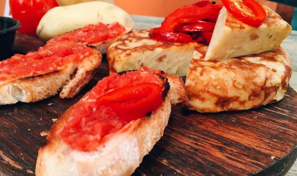 Receta Tortilla de patatas y pan con tomate Cocineros Mexicanos