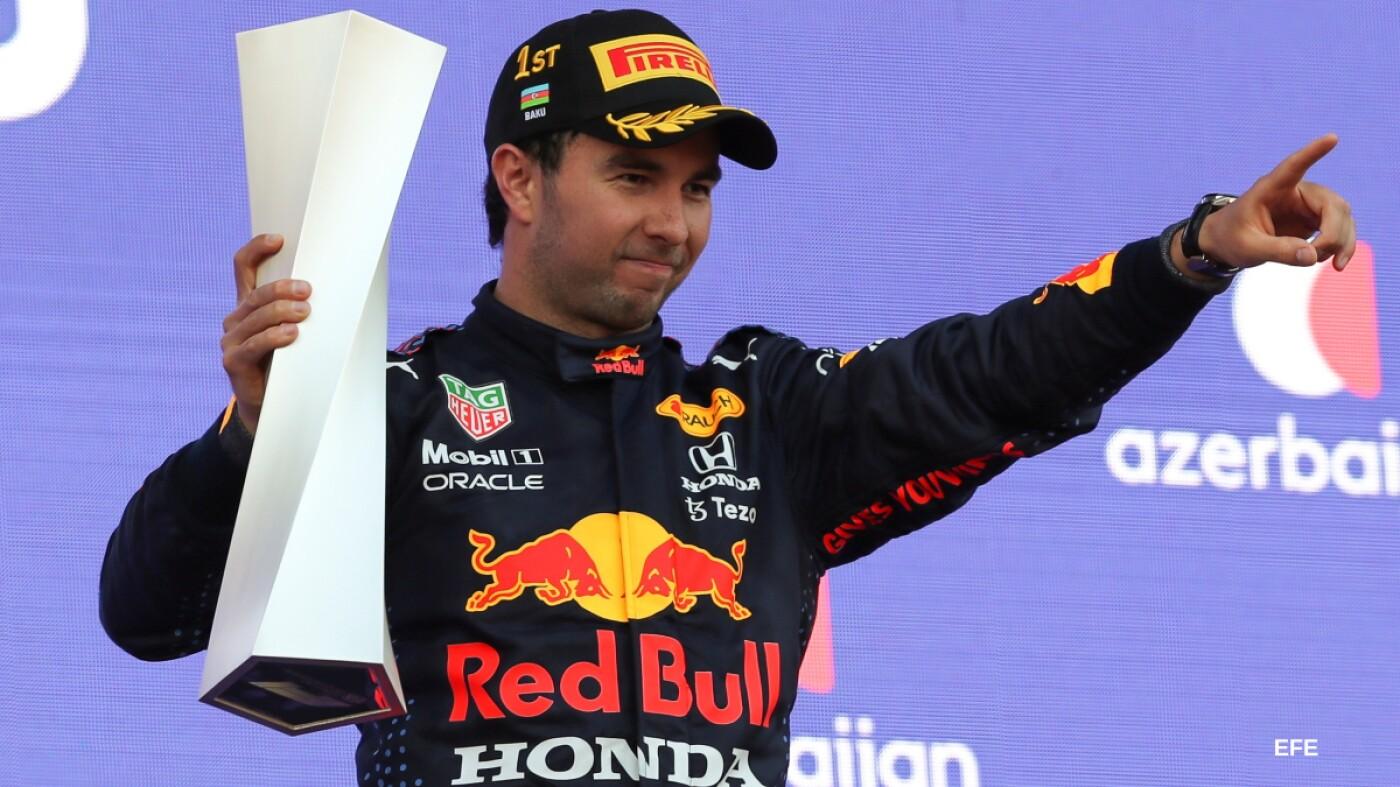 Checo Pérez celebra su triunfo en el GP de Azebaiyán