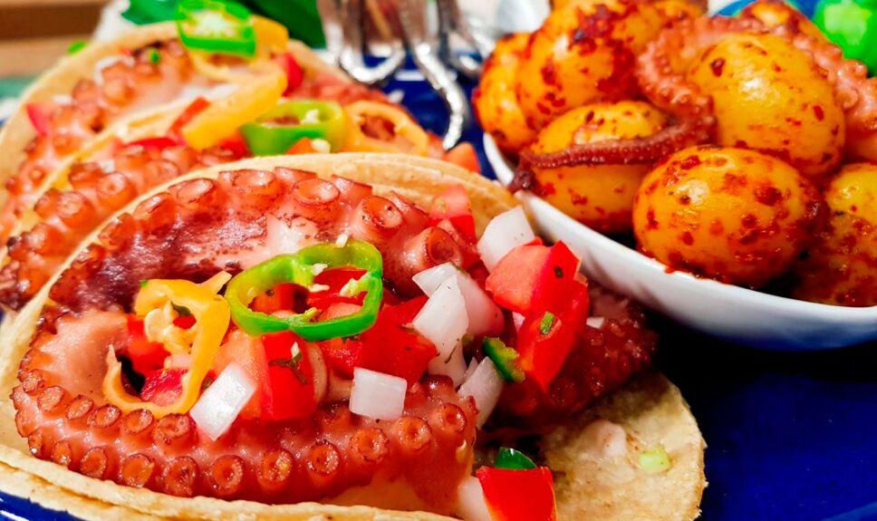 Tacos de pulpo con papas fritas al ajillo y limón
