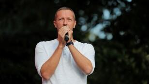 FOTO DE ARCHIVO. El vocalista de Coldplay, Chris Martin, se presenta en el Global Citizen en el Central Park en Nueva York. September 29, 2018. REUTERS/Caitlin Ochs