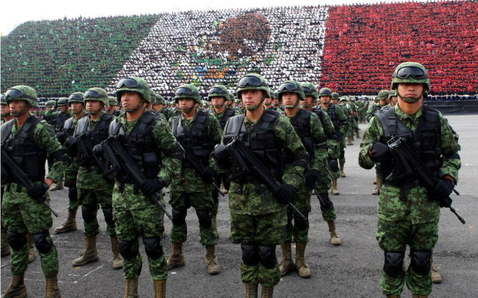 No puedes perderte el desfile militar del 16 de septiembre que se realiza en el Zócalo Capitalino/ Foto: Especial