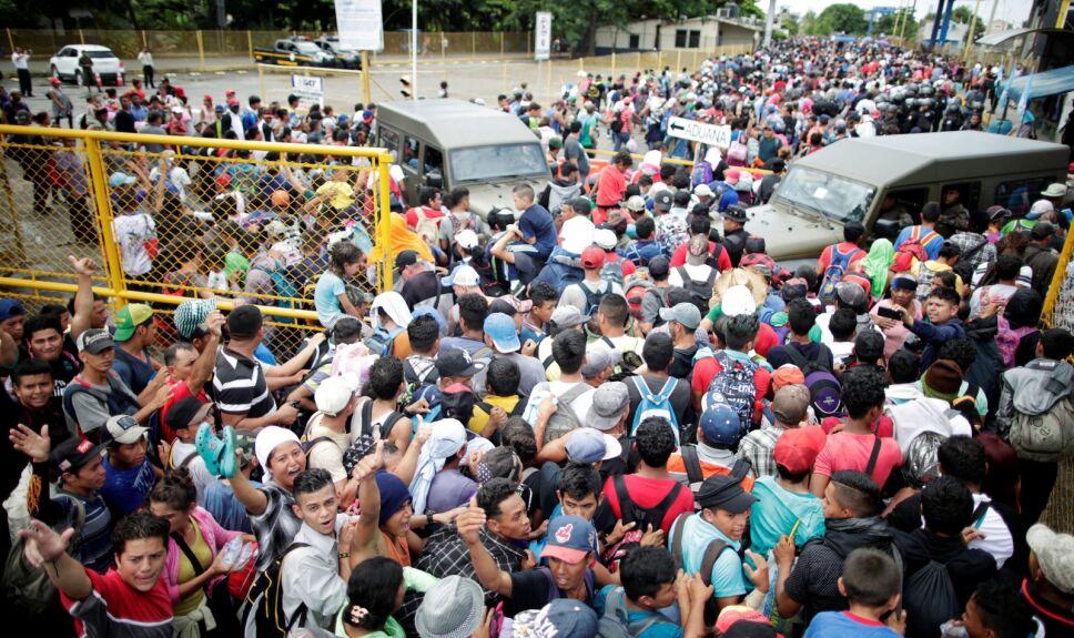 Caravana migrante ingresa a México
