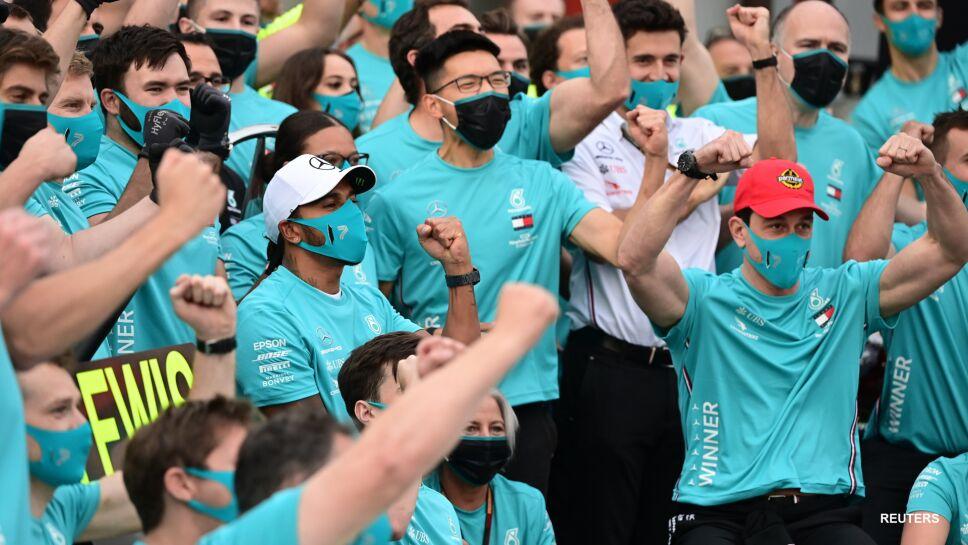 Escudería Mercedes gana el campeonato de constructores