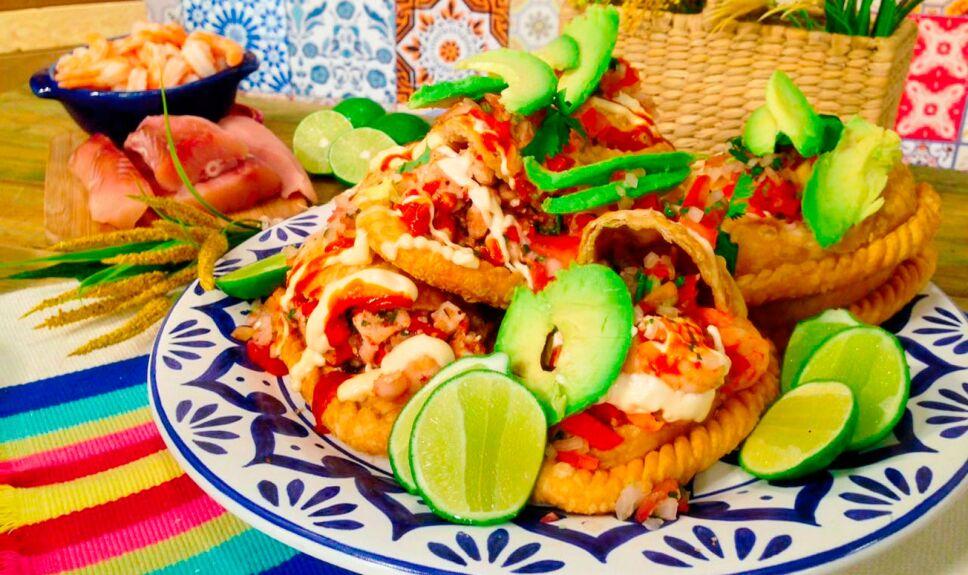 Empanadas fritas de pescado y camarón