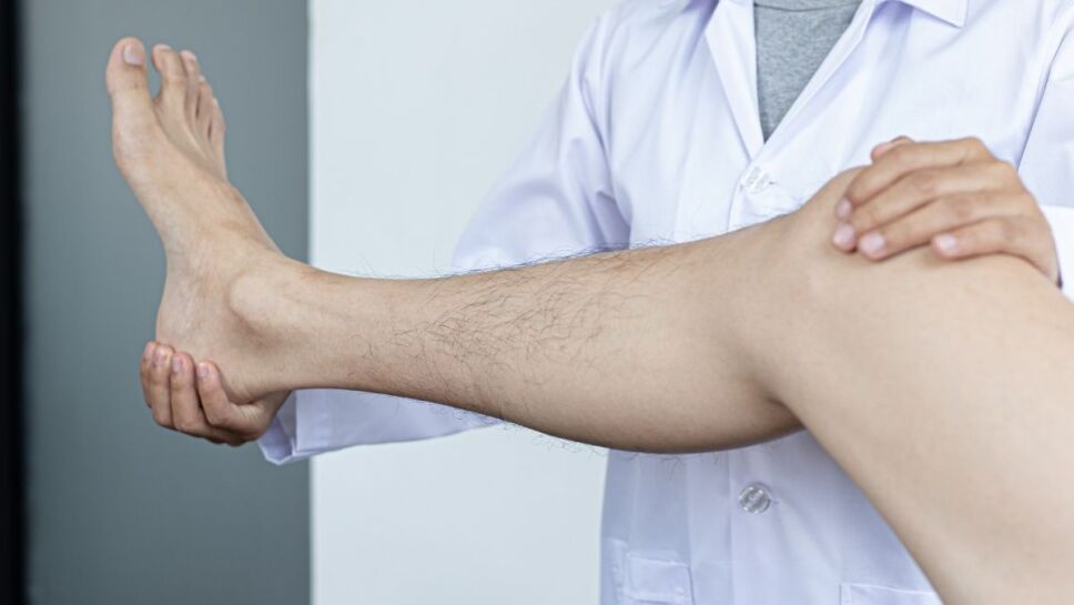 Dolor de rodilla, médico, síntomas c.jpg