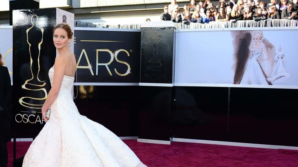 Jennifer-Lawrence-red-carpet-Oscars-2013