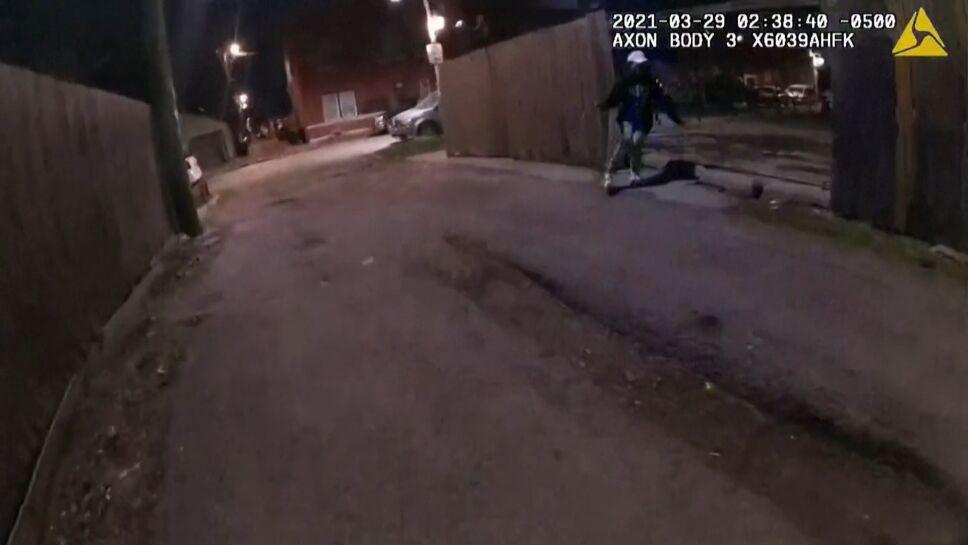 Policía de Chicago dispara y mata a Adam Toledo de 13 años de edad.