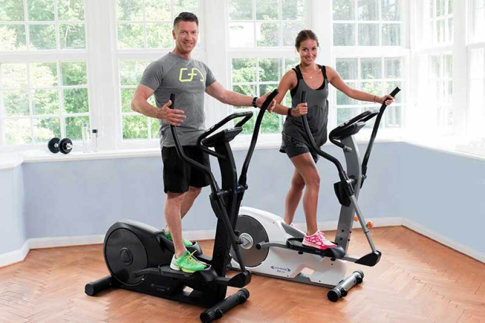 beneficios-bicicleta-eliptica-chica-chico-entrenando.jpg