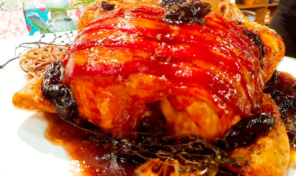 Pollo con salsa de jeréz y puré de camote
